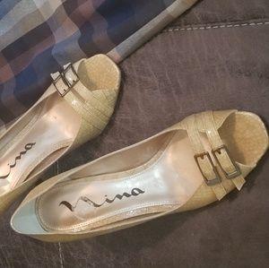 New Nina Cream Snakeskin Heels 8.5 Buckle front